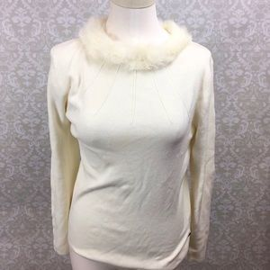 ⛱BCBGMaxazria Faux Fur Collar Ivory Sweater
